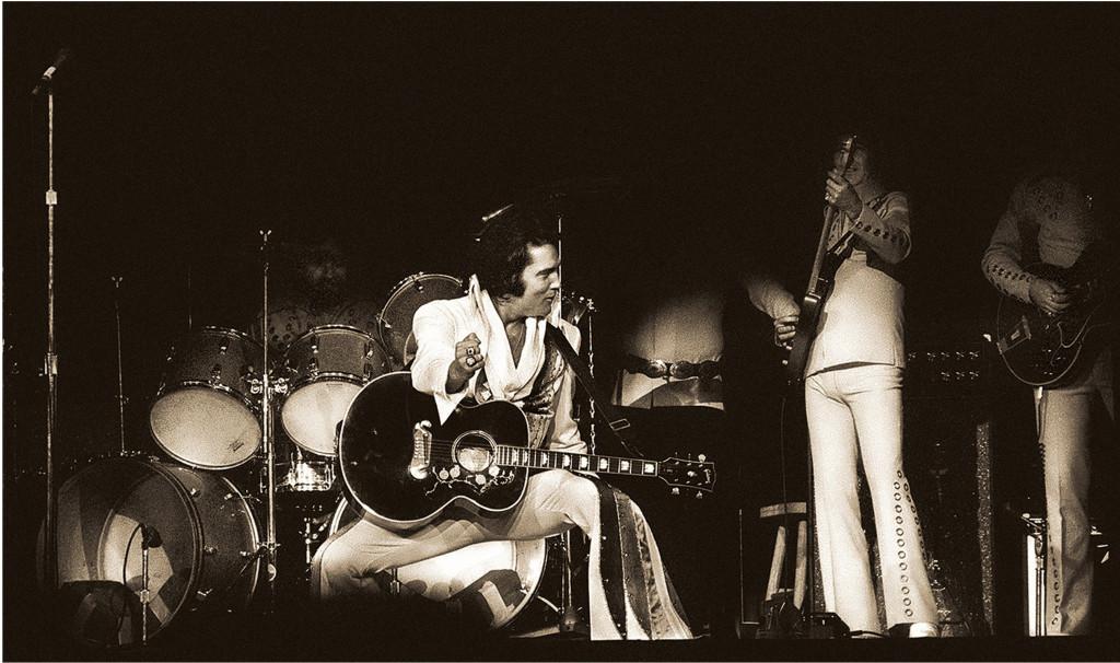 Elvis Presley Live Memphis C Carl Dunn